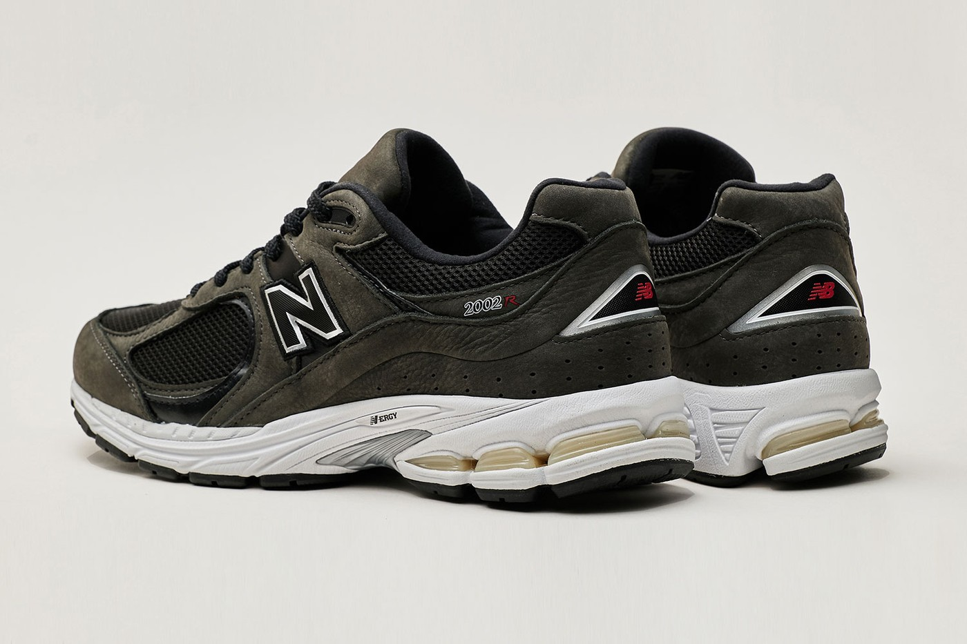 New-Balance-2002R-Grey-And-Black-Rear-View