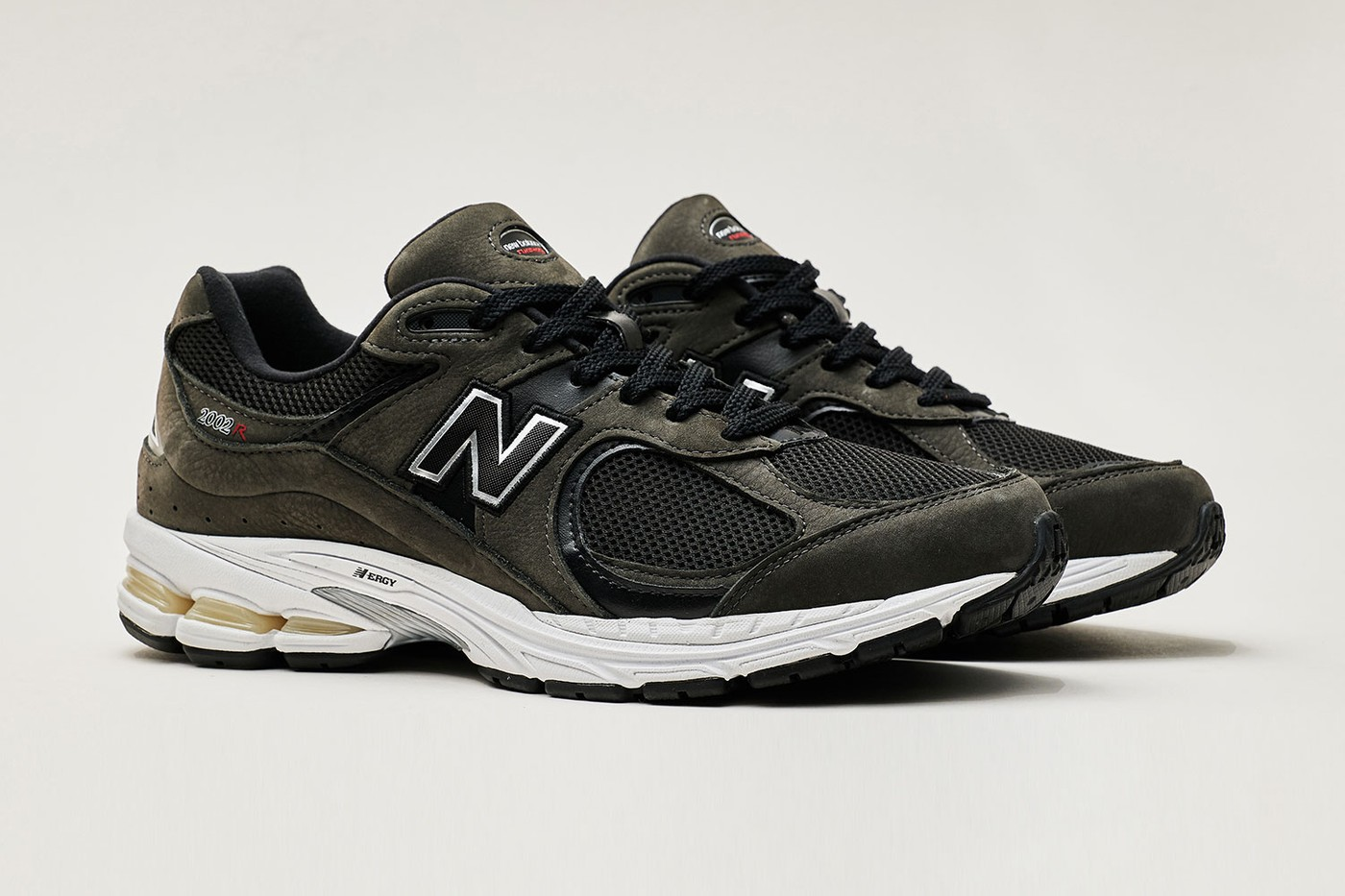 New-Balance-2002R-Grey-And-Black-Full-View