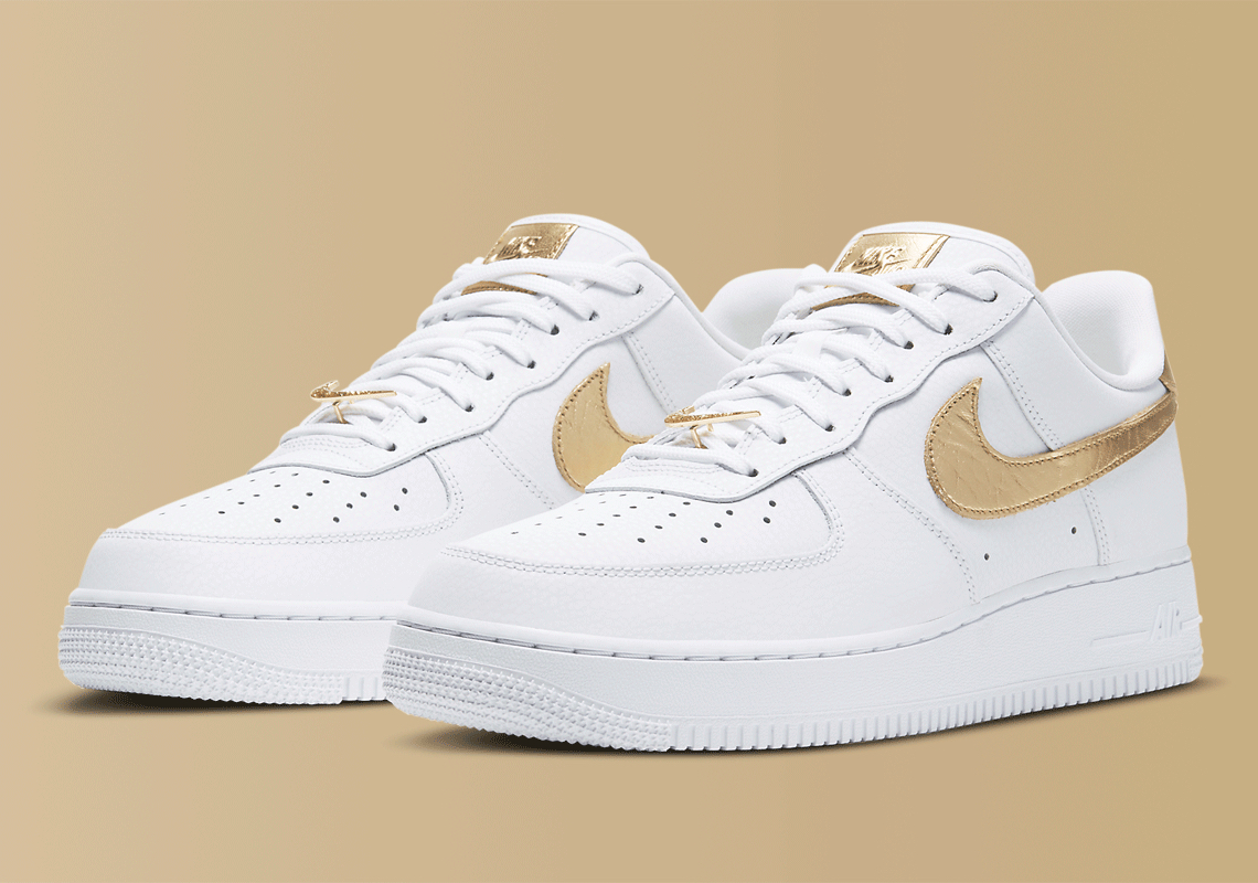 Nike-Air-Force-1-Low-Metallic-Gold-Full-View