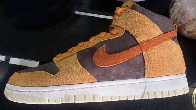Nike-Dunk-High-PRM-Dark-Russet-In-Hand