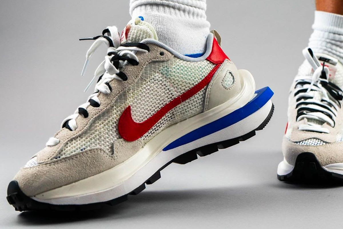 Sacai-Nike-VaporWaffle-Sail-Side-View