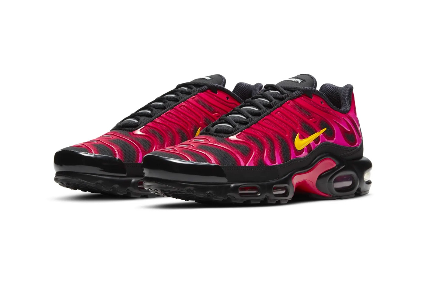 Supreme-Nike-Air-Max-Plus-Fire-Pink-Full-View