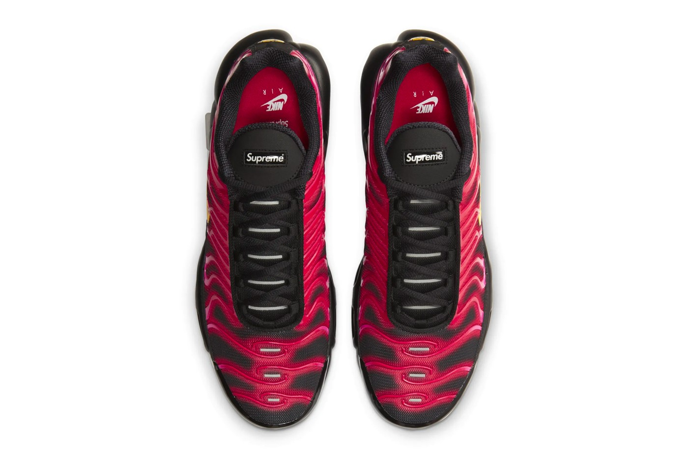 Supreme-Nike-Air-Max-Plus-Fire-Pink-Hover-View