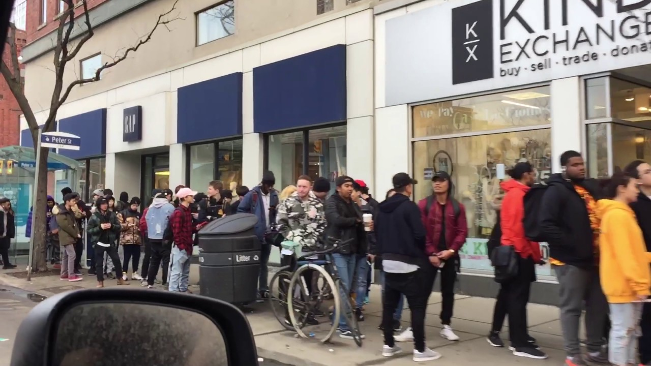 Customers-Line-Up-For-the-Yeezy-Boost-350-V2-Zebra